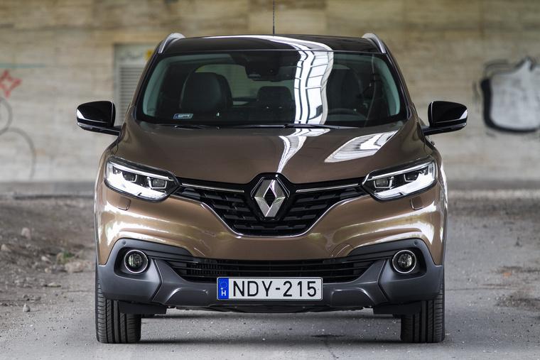 Az jól látszik rajta, hogy Renault, de markáns formának azért nem nevezném