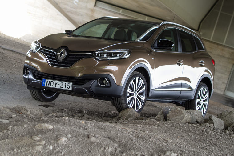 Ez a hullámzó, organikus dizájn erősen nyomul mostanában. Nem is tudom, ki hozta be a köztudatba ismét, talán a Mazda a Kodo-val?