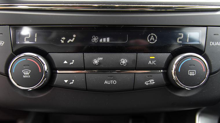 Nem estek abba a hibába, mint a PSA és a Volvo: külön panelt kapott a klíma