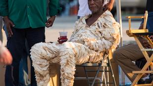 Rossz a kedve? Nézze meg a múmiajelmezben lazító Morgan Freemant!