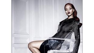 Rihanna mellbimbói metálos hálón át kívánnak szép napot