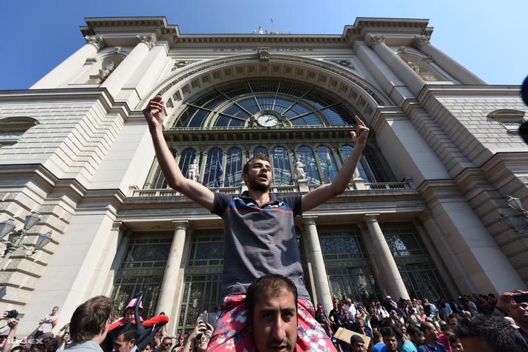 A Keleti pályaudvaron történtektől hangos a nyugati sajtó