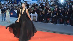 Alessandra Ambrosio minden irányból bemutatja, hogy tökéletes