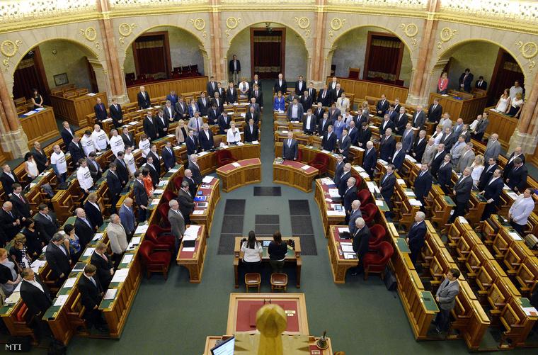 A parlament elfogadta