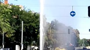 Csinos kis gejzír képződött a Kolosy téren