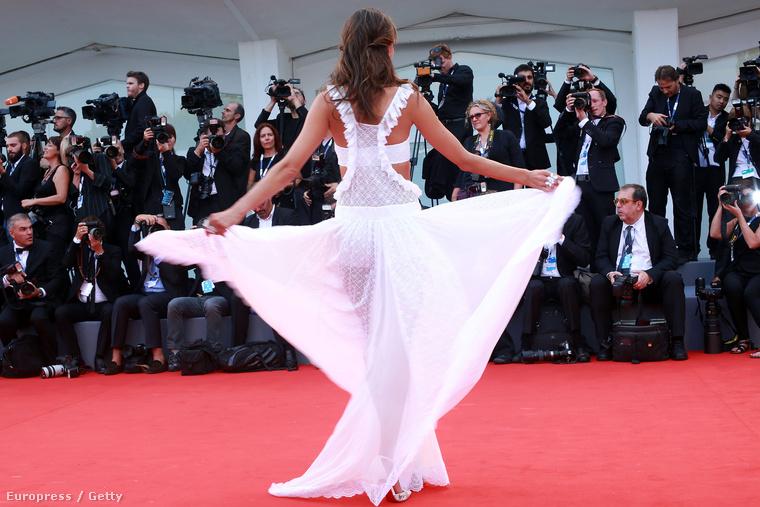 Alessandra Ambrosio a fesztivál megnyitóján