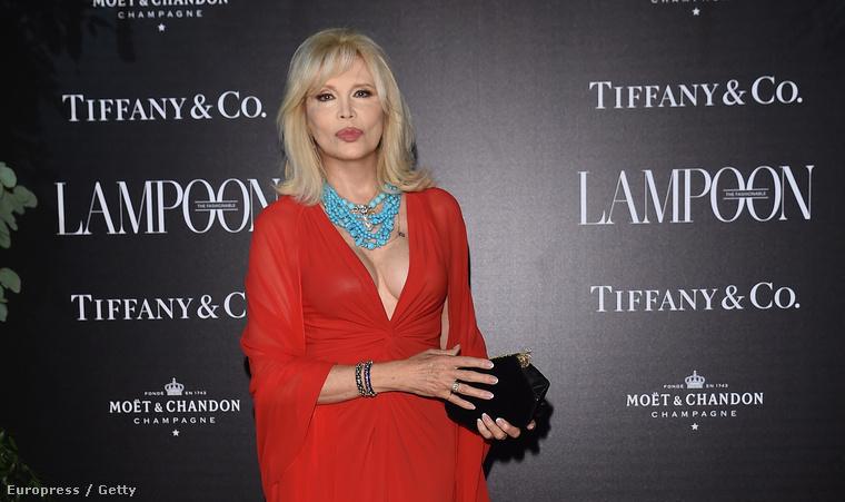 Amanda Lear megérkezik a Lampoon Gala nevű eseményre a Velencei Filmfesztiválon