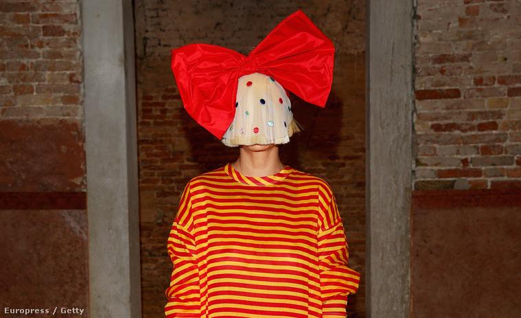 Sia a Miu Miu divatcég vacsoráján