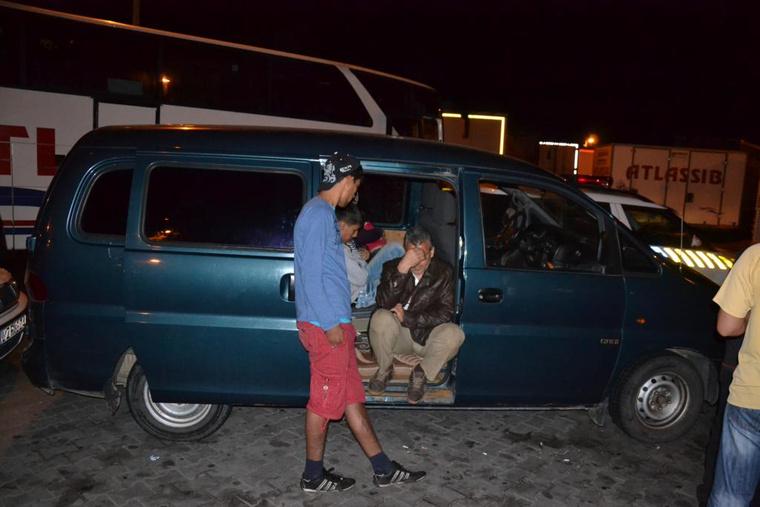 Kilenc szír menekült utazott ebben a sötétített ablakos Hyundai kisbuszból, amelyben összesen hat ülés volt