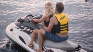 Jessica Simpson még jetskizni is magassarkúban szokott