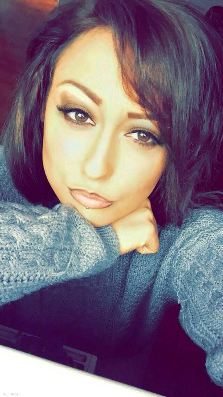 Amy Thomson a tabletta előtt. A 16 éves lány egy buliban vette be az ecstasyt