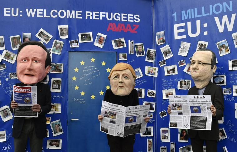Eu-s országok vezetőinek karikatúráival tüntetnek Brüsszelben a tanácskozás helyszínén.