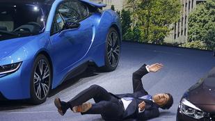 Színpadon ájult el a BMW vezérigazgatója