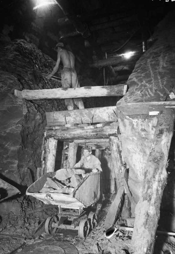 Nagyon kemény munka folyt a város alatt, ám a legmegfeszítettebb tempóval is csak legfeljebb napi egy métert haladtak a lenn dolgozók. A várva várt szovjet fúrópajzs megérkezése sem váltotta be a reményeket: azzal is csak 2-3 métert lehetett előrejutni naponta.