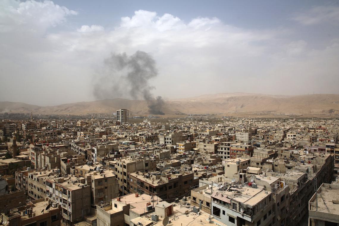 A szíriai Douma városképe szeptember 14-én, ahol a felkelők most napi harcot vívnak a kormányerőkkel.