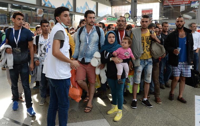 Magyarországról érkező menekültek a müncheni pályaudvaron