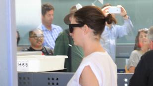 9 okunk van feltételezni, hogy Anne Hathaway terhes