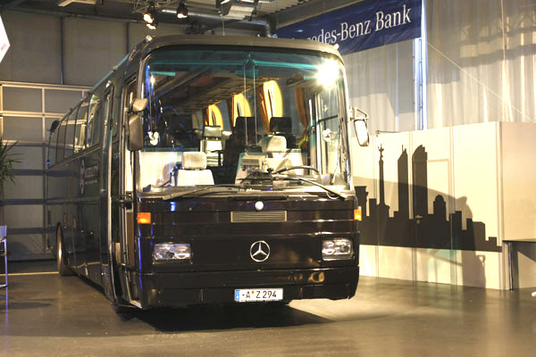 Helmut Kohl Mercedes O 303-asában sok híres ember megfordult