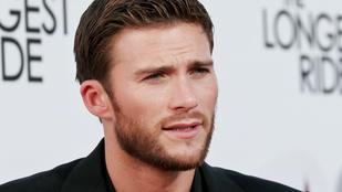 Tökéletes kontent: Clint Eastwood fia az új családtaggal pózol
