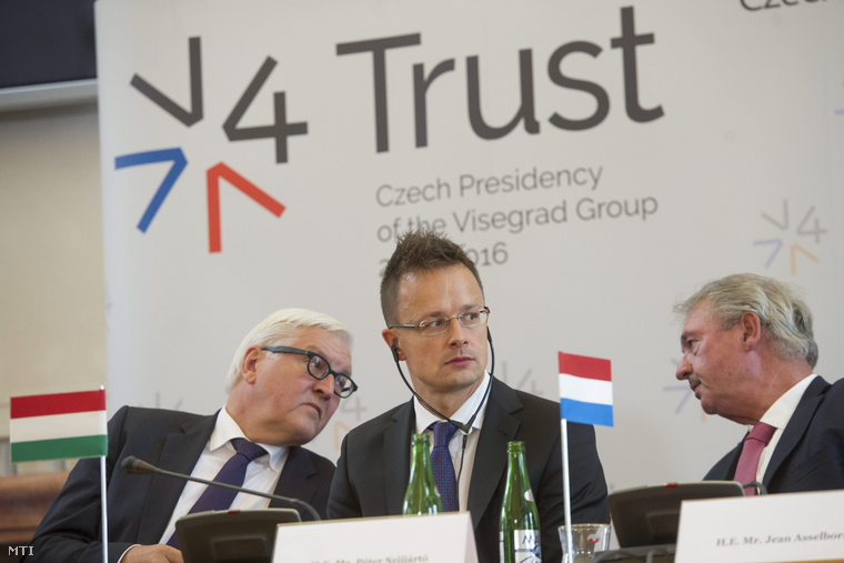 Frank-Walter Steinmeier német külügyminiszter, Szijjártó Péter külgazdasági és külügyminiszter és Jean Asselborn luxemburgi külügyminiszter