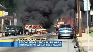 Égő autóból mentett ki egy nőt egy veterán