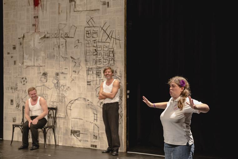 """""""Jelelés és narrálás"""" - játékos ügyességi vetélkedő a Fodrásznő című előadáshoz kapcsolódóan a Nemzeti Színházban."""