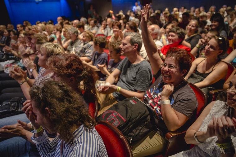 """""""Vers a la carte"""" a Radnóti Színházban - a közönség választ."""