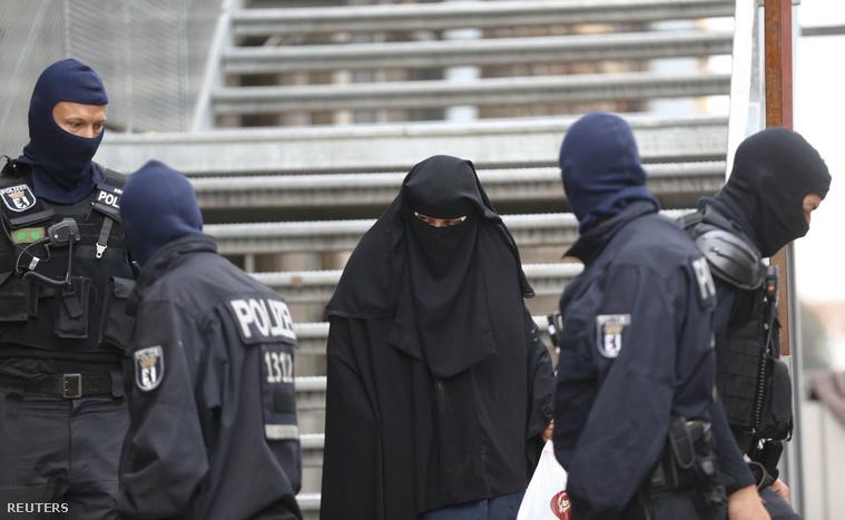 Nyolc helyen, köztük egy mecsetben razziáztak ma reggel a berlini rendőrség különleges egységei.