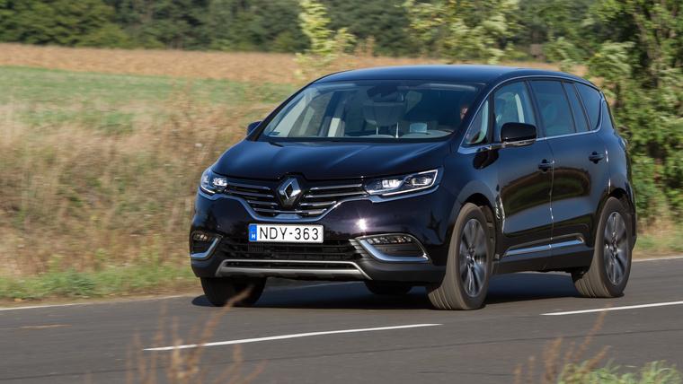 Nem is gyorsul jobban, mint a Citroën, viszont a futóműve zseniális, ráadásul halk is menet közben
