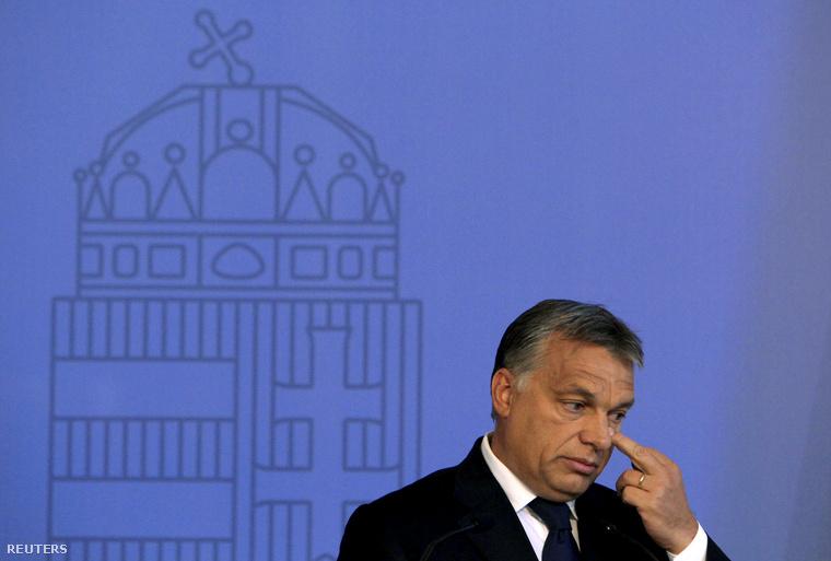 Orbán úgy tesz, mintha a nyugatot védené