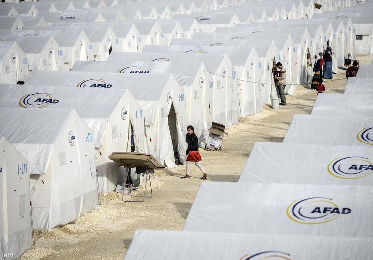 Menekülttábor Törökországban, a szíriai határ közelében