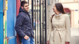 Nem meri elmondani a feleségének, igazából honnan ismeri