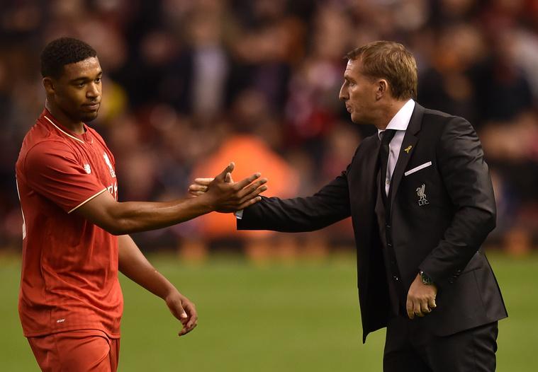 Jordon Ibe ráz kezet a mérkőzés után Brendan Rodgers menedzserrel