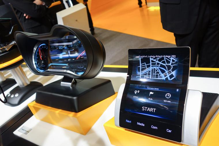 Vajon a hajlított LCD-panelé a jövő?