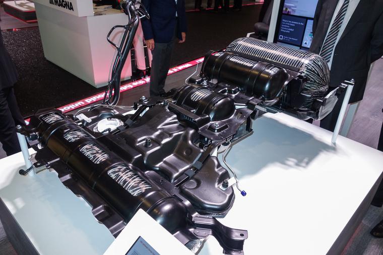 A Magna tankokat is gyárt