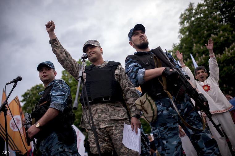 Oroszpárti fegyveresek őrik Luhanszk megye 2014-be kikiáltott vezetőjét (2014.05.12)